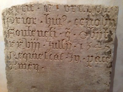 Fontenay 2014-Fragmernt de la tombe de Dom Jean Petit Prieur de Fontenay-1546